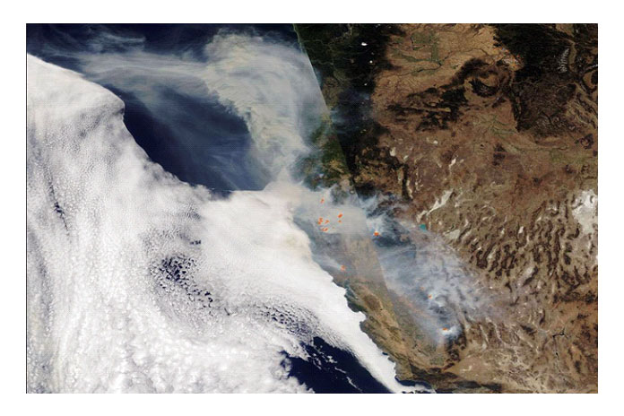 Спутник фиксирует активные пожары назападе США
